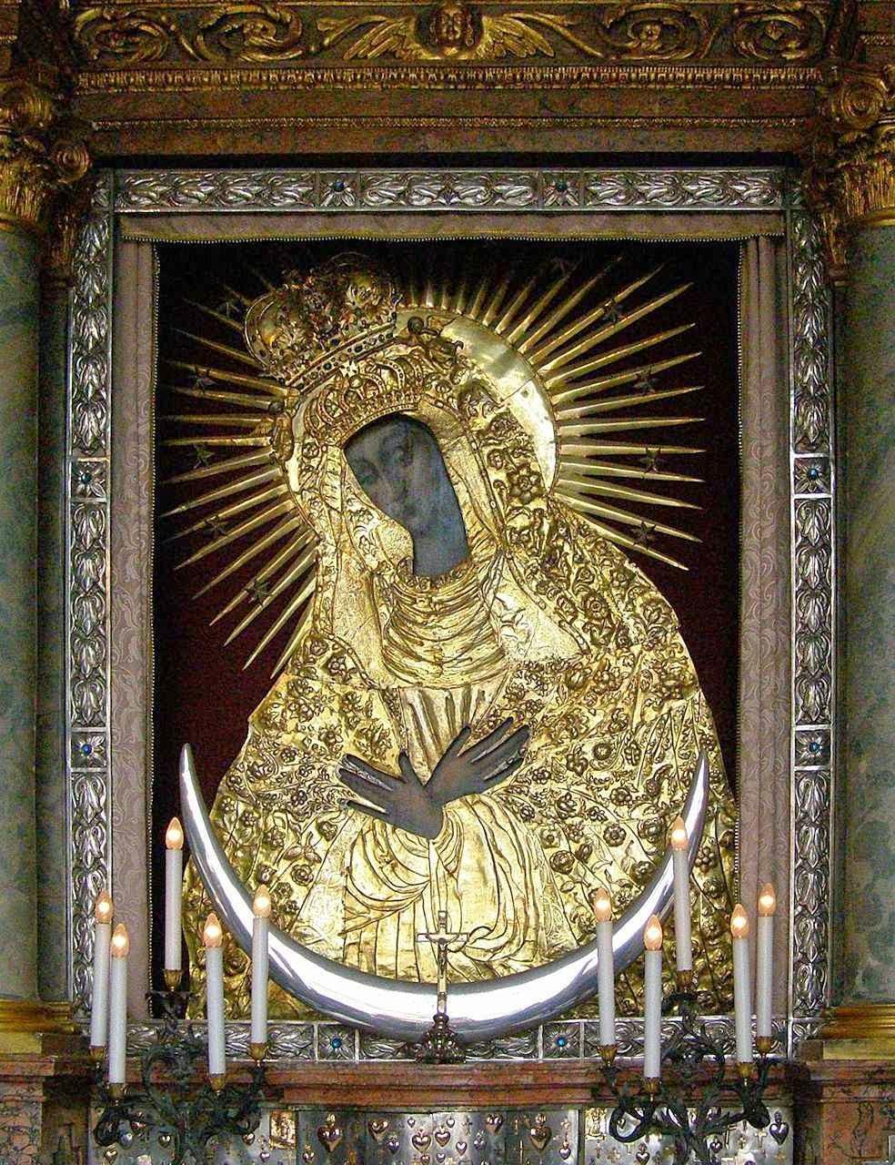 Nossa Senhora Porta da Aurora, Vilnius, é uma das grandes devoções dos lituanos