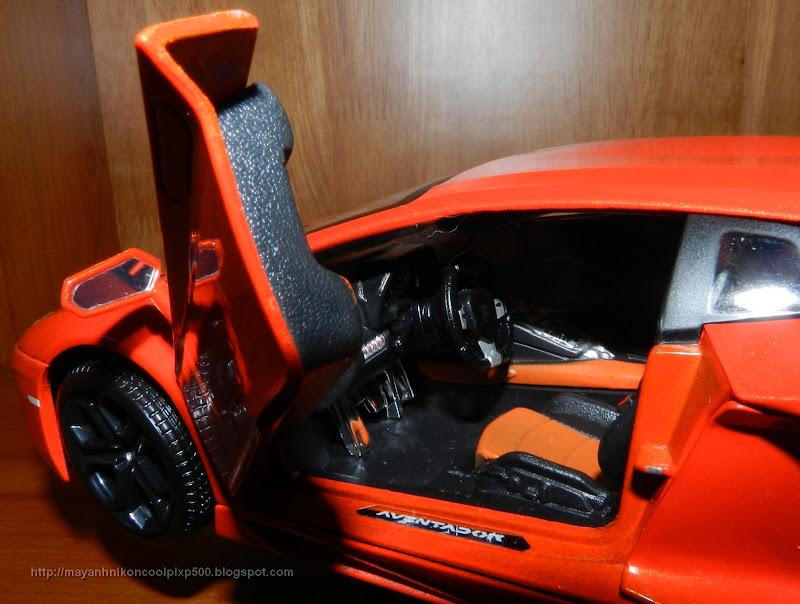 Diecast 1:18 Lamborghini Aventador door