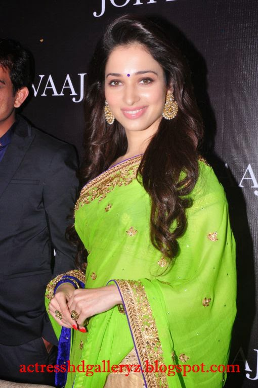 T, Thamanna Hot Photo Gallery, Tamanna, HD Actress Gallery, latest Actress HD Photo Gallery, Latest actress Stills, Telugu Movie Actress, Tollywood Actress, Indian Actress, Actress, Saree pics, Tamanna actress Latest Saree Stills
