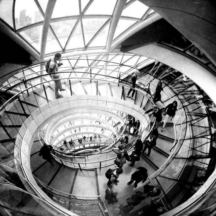 Round and Round in City Hall © Veevs
