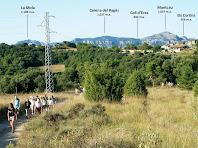 Granera i al seu darrere la serra de Sant Llorenç del Munt
