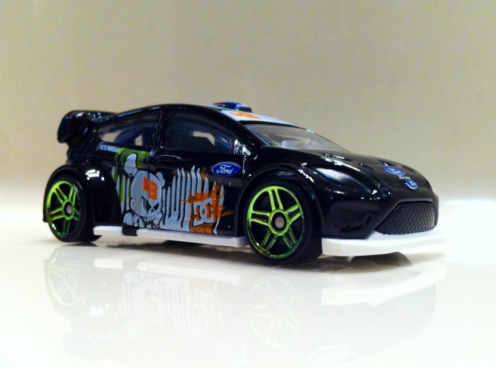 http://4.bp.blogspot.com/-r0PR-lHvuwY/TtMO4dWcsoI/AAAAAAAACPA/ZDelCdB9EZs/s1600/Ken+Block%2527s+Ford+Fiesta.JPG