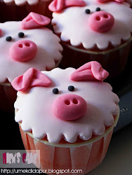 Cupcake with fondant