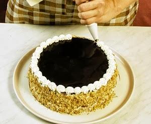 Как украсить торт в домашних условиях пошагово шприцом