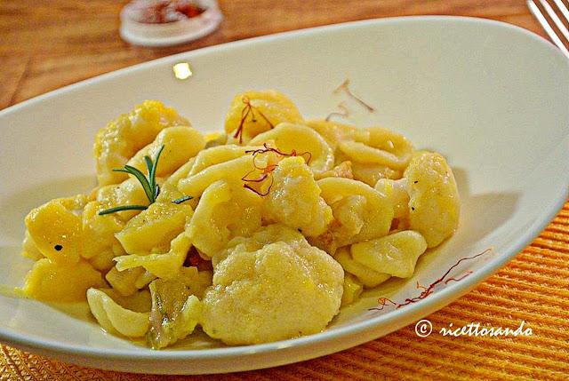 Orecchiette gialle con zafferano e cavolfiori, pasta fatta in casa ricetta primi