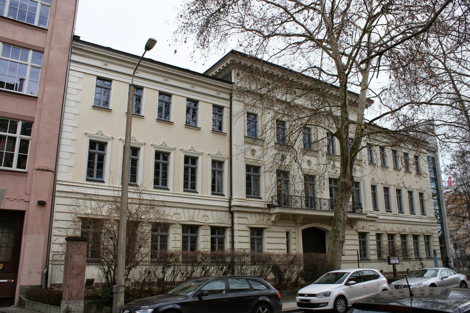 """Das """"Schumann-Haus"""" befindet sich im Graphischen Viertel in der Leipziger Inselstraße - Namensgeber des Hauses war das Künstlerpaar Robert und Clara Schumann, welche hier im Gebäude kurz nach der Hochzeit ihre erste gmeinsame Wohnung hatten"""