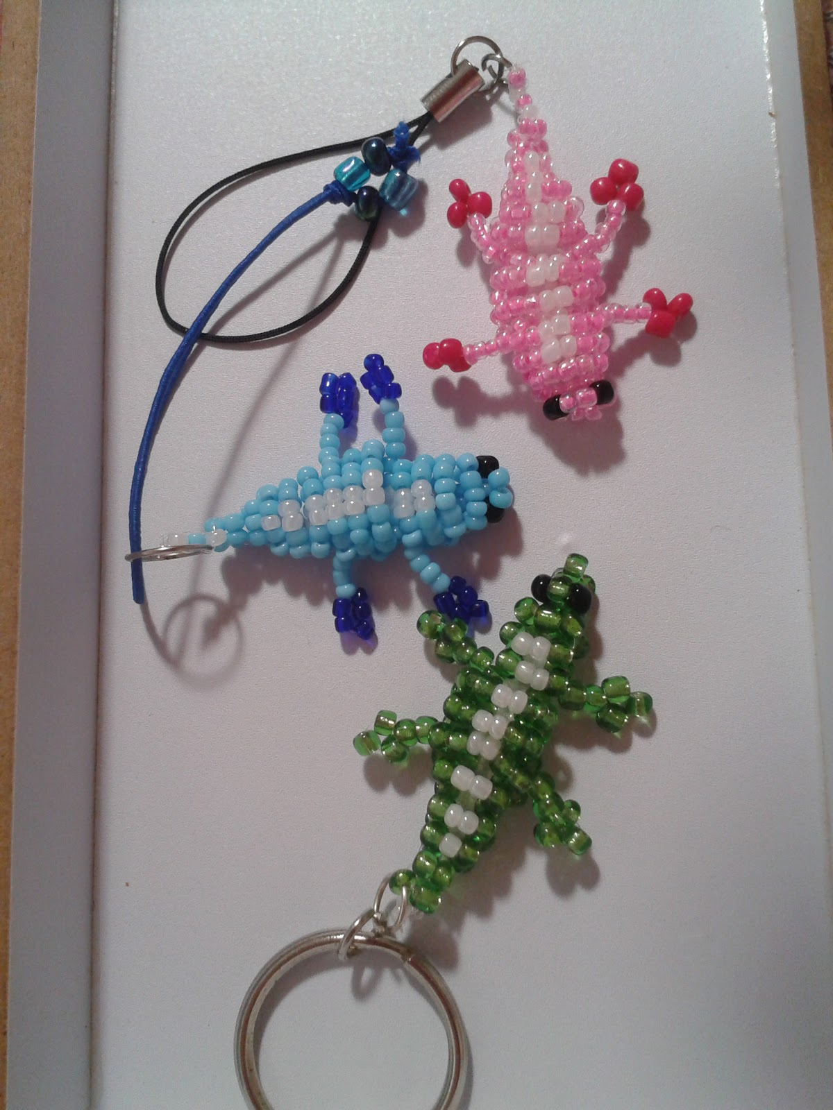 Serenata manualidades de color cocodrilos de bolitas for Manualidades con bolitas