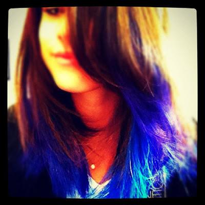 selena se pintó el pelo de azul nuevo look 2012