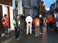 A punt per iniciar la caminada davant el Centre Excursionista de sant Vicenç de Castellet