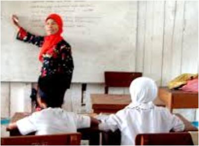 peraturan bersama 3 menteri, menpan RB, mendikbud, menteri agama yang menetapkan bahwa guru PNS boleh mengajar di sekolah swasta