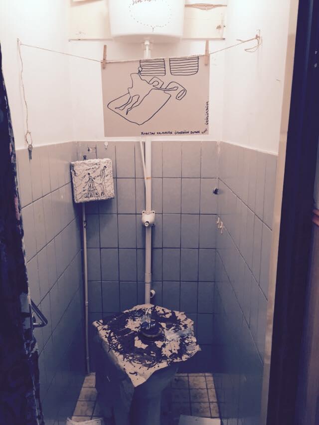 installation/ wc/ a shitty love story