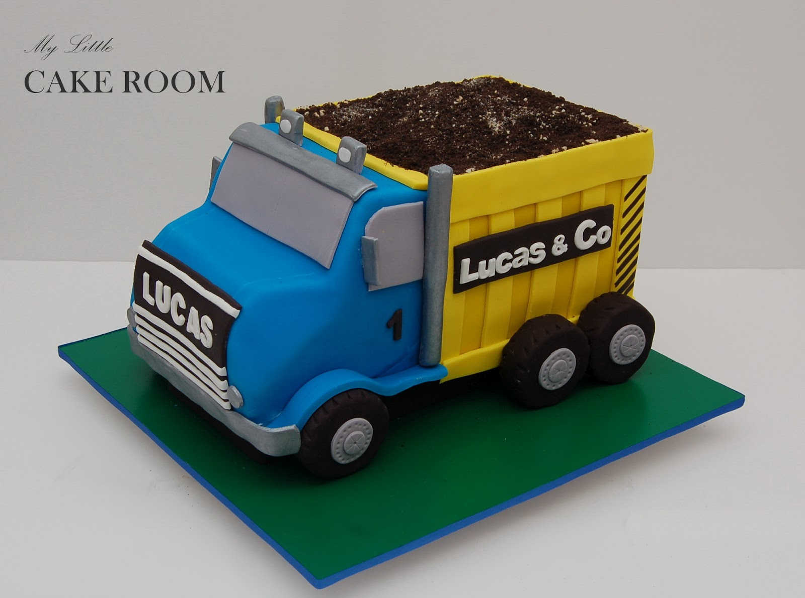 My Little Cake Room: Happy 1st Birthday, Lucas!