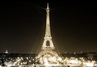 fotografia torre eiffel en blanco y negro
