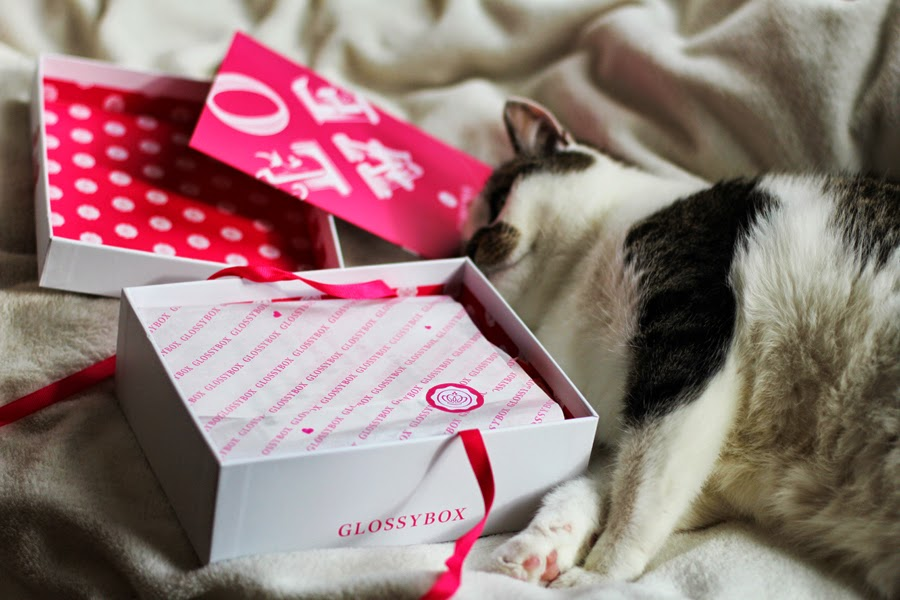 unpacking of glossybox love edition valentines day