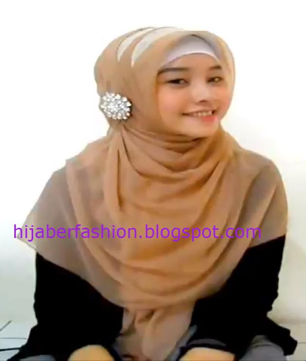 Cara Memakai Jilbab Double untuk Wisuda | Tutorial Hijab