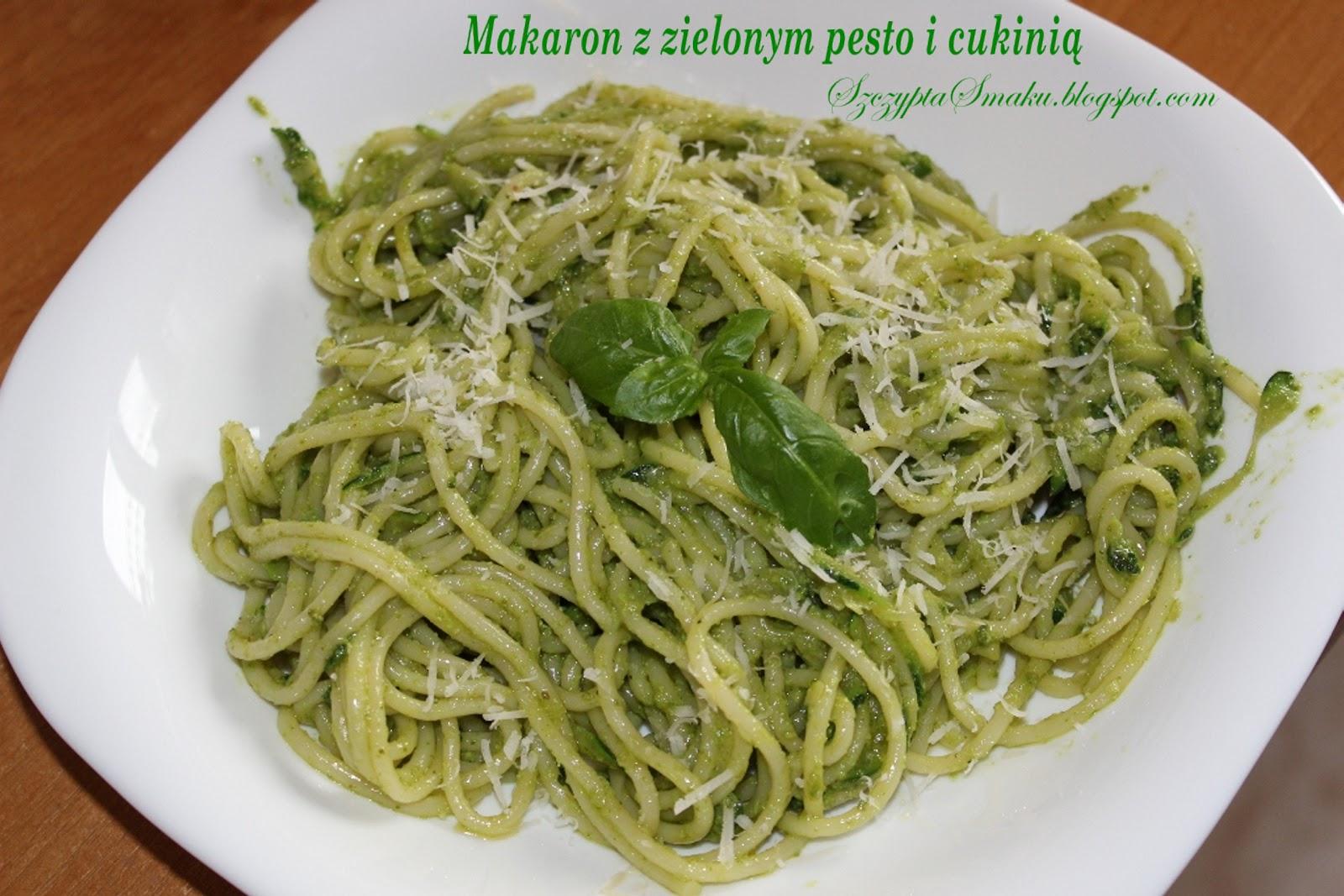 Szczypta Smaku: Makaron z zielonym pesto i cukinią