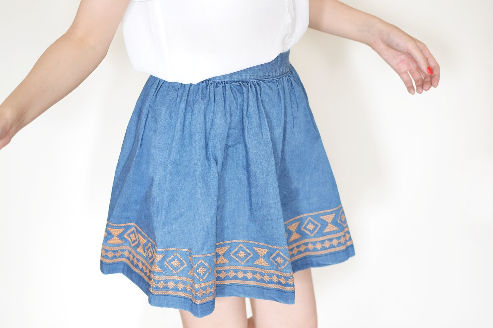 how to style a denim skirt, denim skater skirt