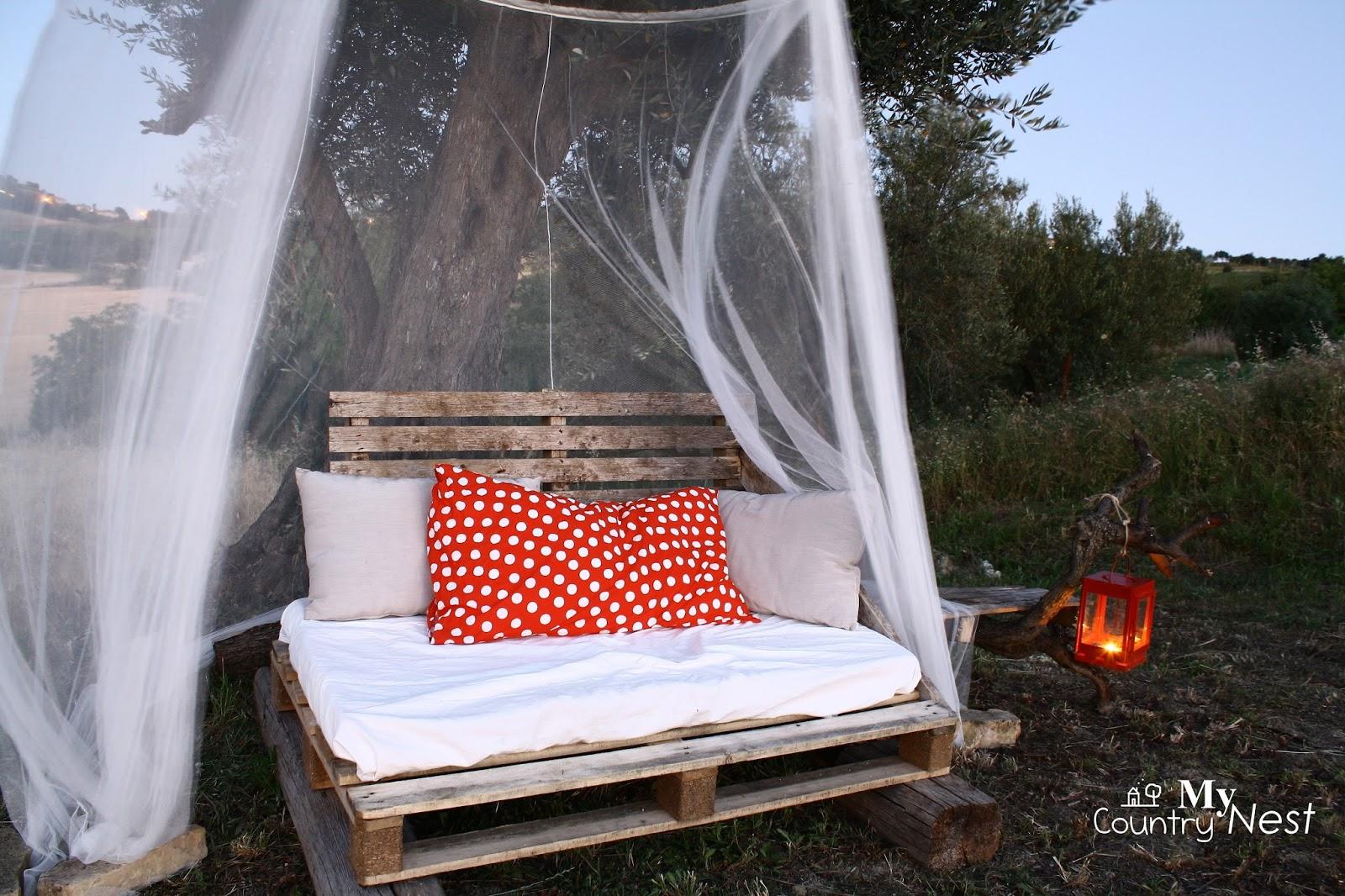 My country nest riciclo diy pallet per un divano rustico - Creare un divano ...
