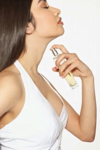 Inilah 5 Titik Tubuh yang Tepat untuk Semprotkan Parfum