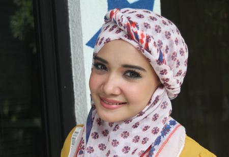 Jilbab Artis Cantik