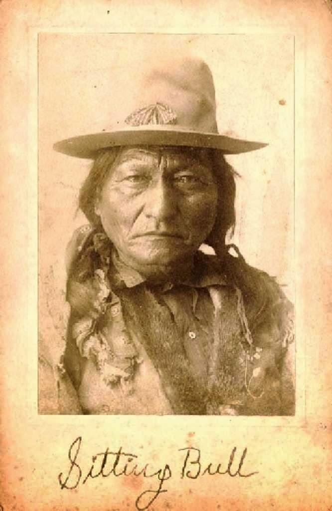 the sitting bull Sedící býk, anglicky sitting bull, lakotsky tȟatȟáŋka íyotake (březen 1831, grand river – 15 prosince 1890, standing rock), byl významný siouxský.