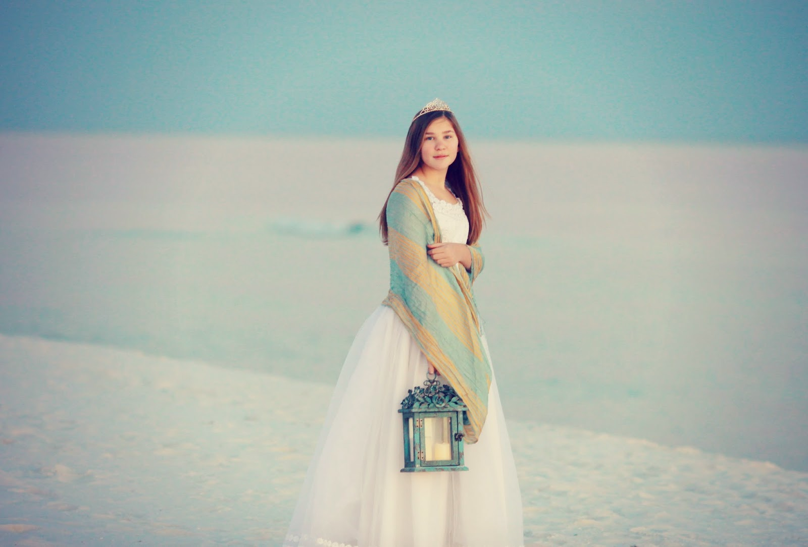 Ft_Pickens_Florida_beach_princess_child_photographer_tween_session_latern