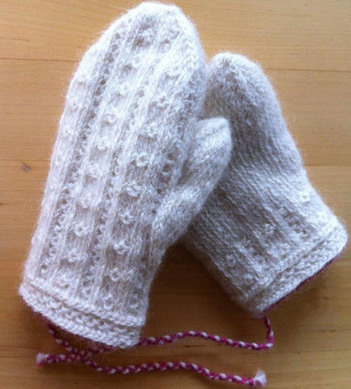 Knitting Pattern Gloves Child : Lappone: ogontrost - Child?s mittens in twined knitting
