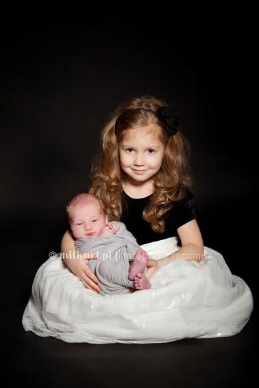 fotografia rodzinna, sesja zdjęciowa noworodka, fotografia noworodkowa, zdjęcia na chrzciny, sesje na prezent