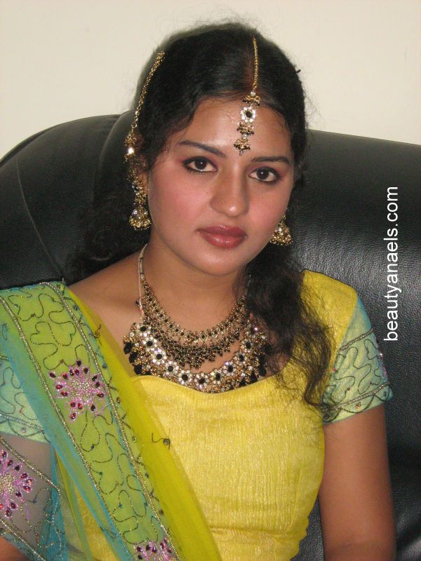 Beautiful Muslim Girls: Tamil Aunty Hot Pictures Search