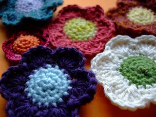 25+ Lovely Crochet Flowers: {Free Patterns & Instructions