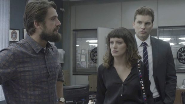 """""""O Outro Lado do Paraíso"""": Patrick e Clara se unem para prender Renato"""