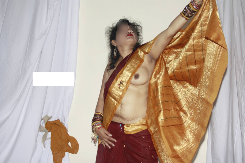andhamina bhamalu : indian house wife saree stripping
