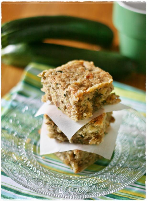 stagioniamo! nella cucina di crumpets & co.: zucchini-toffee blondies