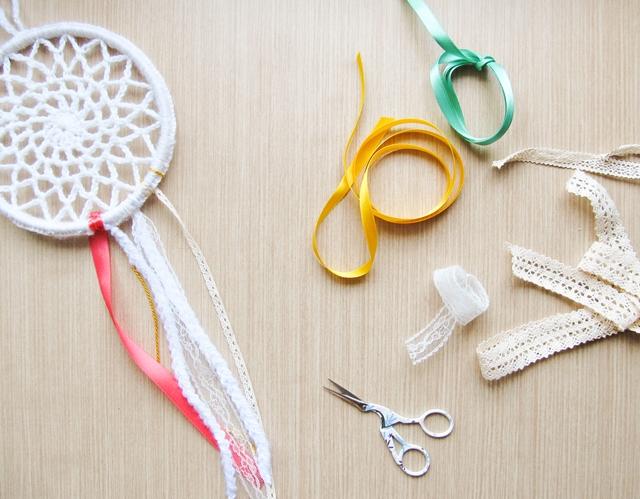 Crochet Patterns Dreamcatchers : CROCHET DREAMCATCHER FOR CRAFTBITS - Little Things Blogged
