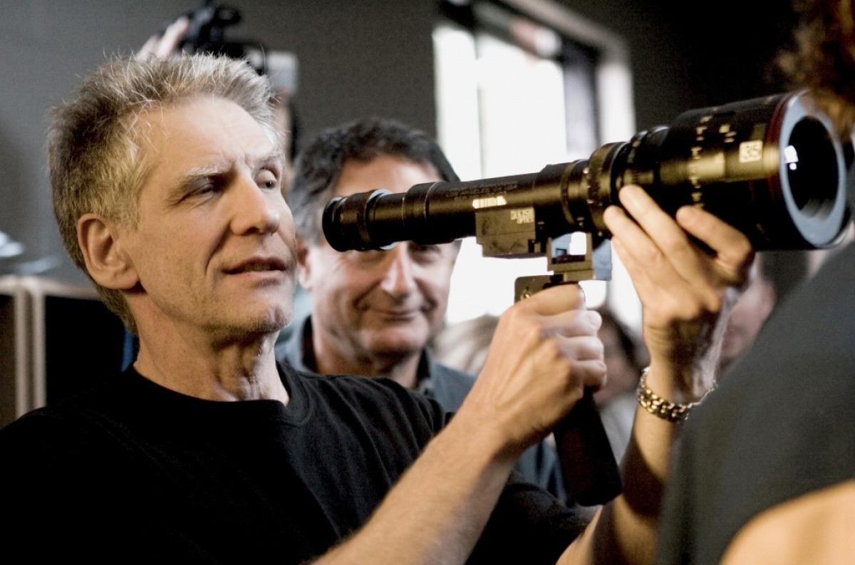 http://4.bp.blogspot.com/-r3TXDLhcnw8/TsbLk_pgNeI/AAAAAAAABt4/c9nIXxE33po/s1600/david-cronenberg-directing-a-history-of-violence.jpg