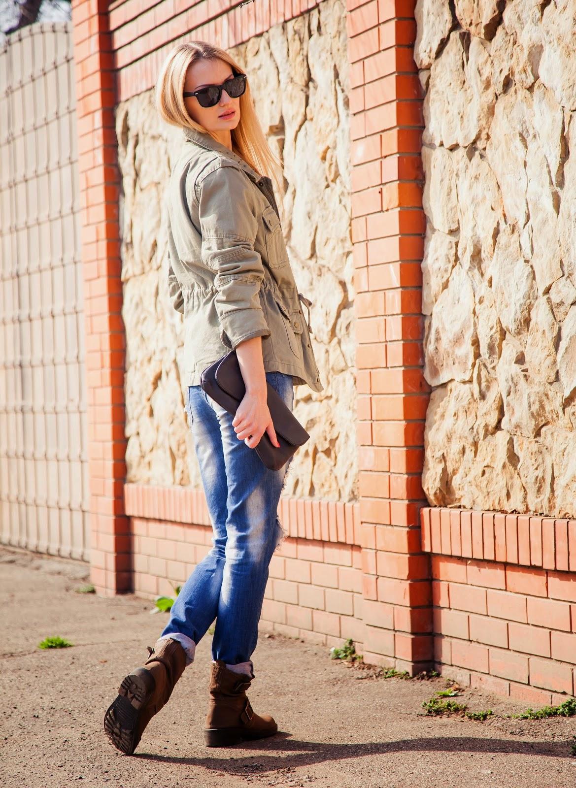 Фото блондинок в джинсах в москве фото 540-2