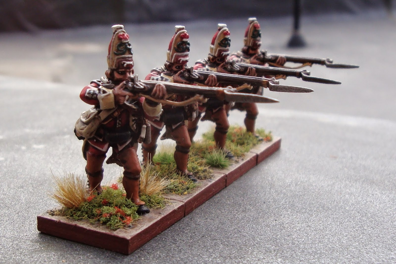 Fig. 6: 3mm plywood bases from Litko, flocking and all paint used from the Toy Soldier.