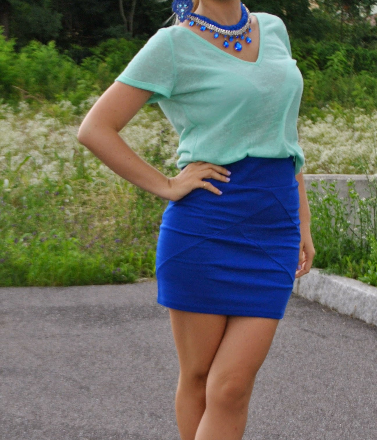 outfit blu e verde acqua outfit gonna elasticizzata blu e tshirt verde acqua  fblogger lookbook streetstyle