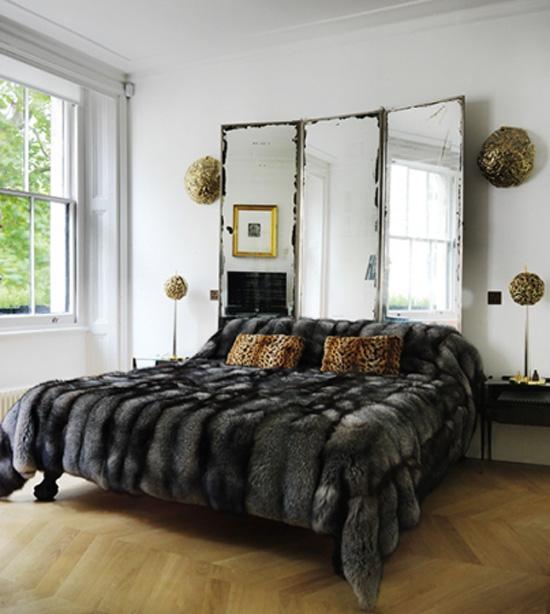 cabeceira de cama com biombo