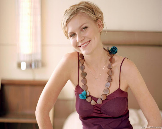 Actress Kirsten Dunst Glamorous Wallpaper