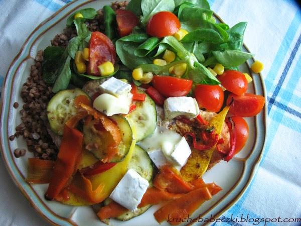 Kolorowy obiad z indykiem, kaszą i warzywami :)