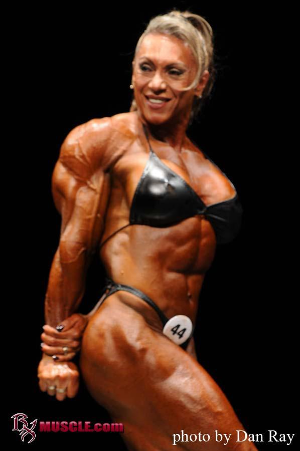 Female Bodybuilder Yaxeni Oriquen - 2010 IFBB Phoenix Pro - 1st Place