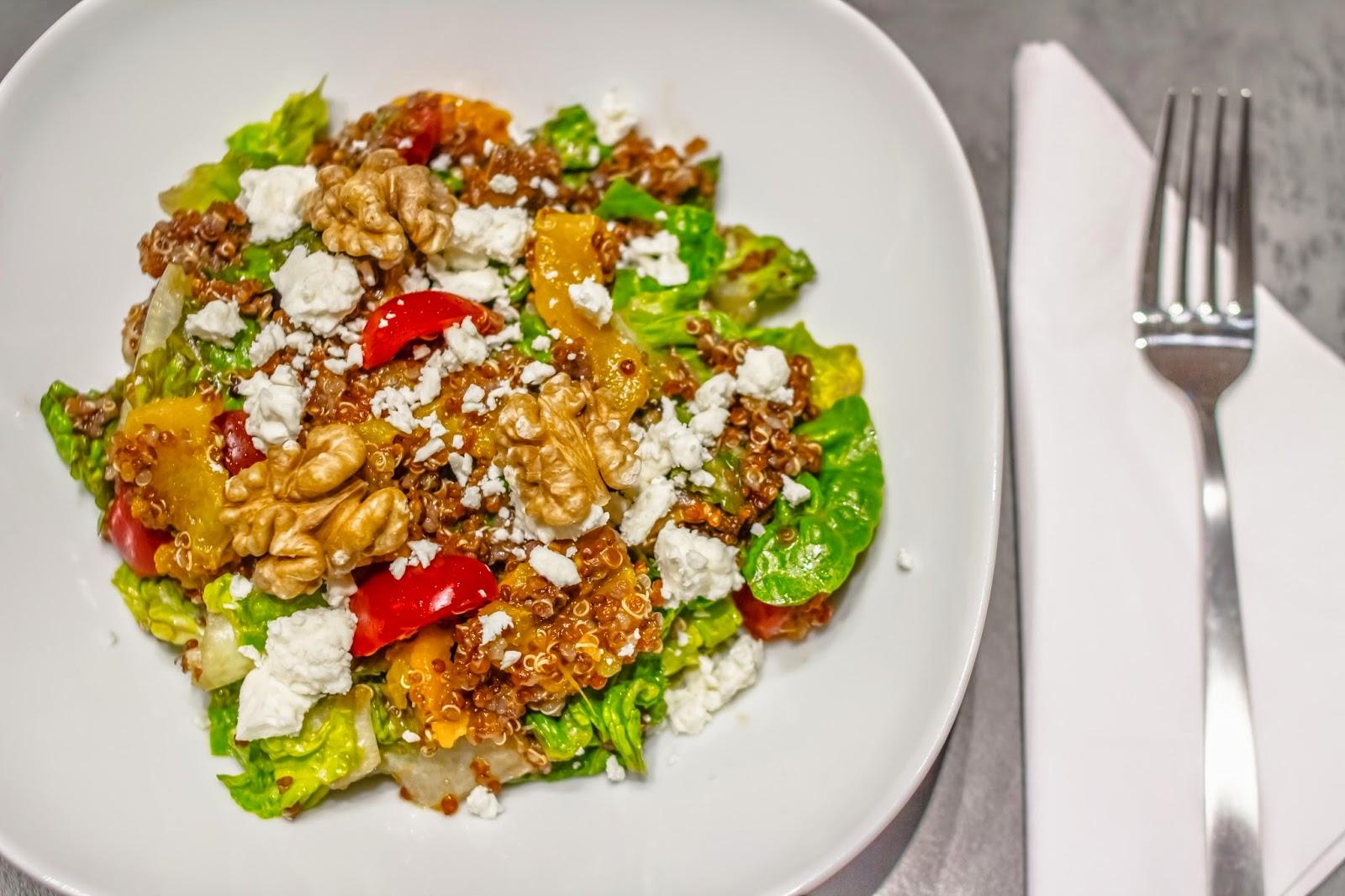 Roter Quinoa Salat mit Schafskäse