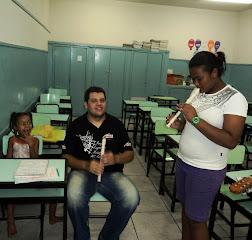 PROFESSOR E ALUNAS: