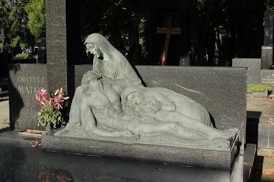 Spomenik obitelji Matko - Ivo Kerdić