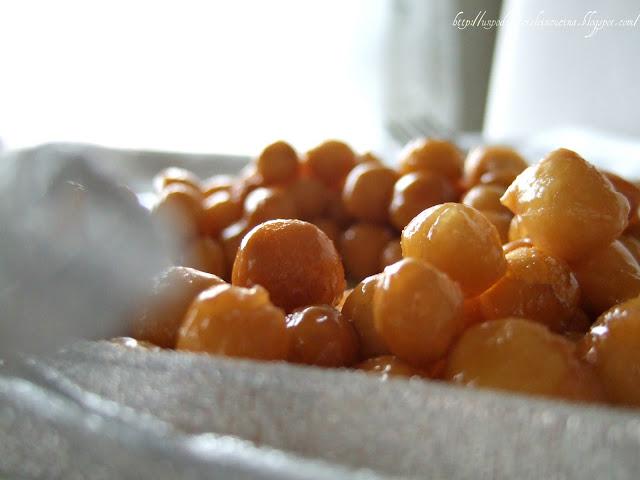 http://unpodibricioleincucina.blogspot.it/2011/12/il-piatto-della-tradizione-struffoli.html