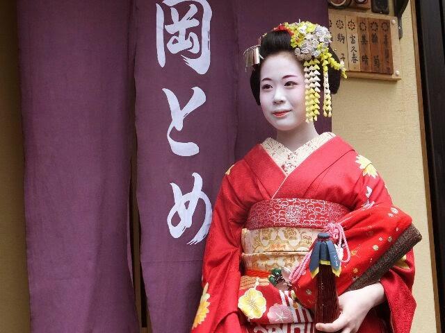 先輩舞妓の駒子さんは可愛い感じがした。
