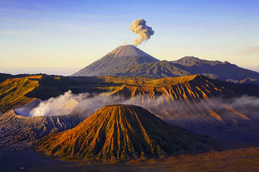 Nature Wallpaper  beautiful scenery of Mount Bromo, a volcano which is located in Indonesia