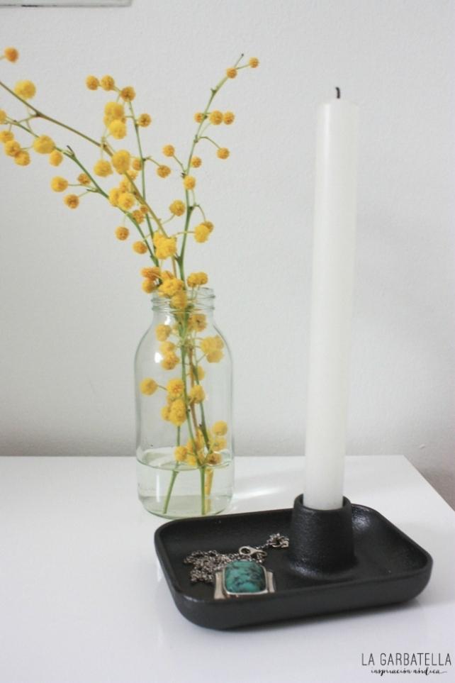 Candelabro diseño y mimosas