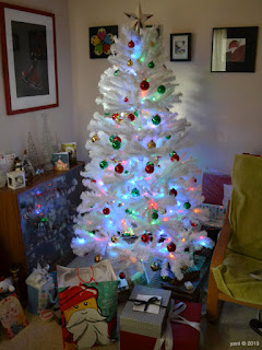 red, green and gold tree with presents, 2015